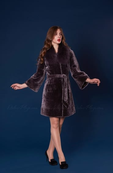 Women's fur coat moutin