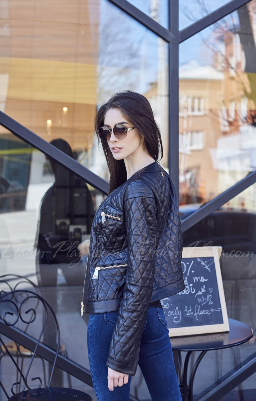 Чорна жіноча шкіряна куртка К1206