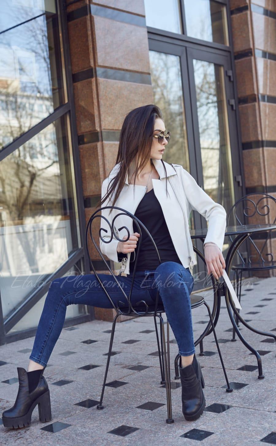 Белая женская кожаная куртка К1207