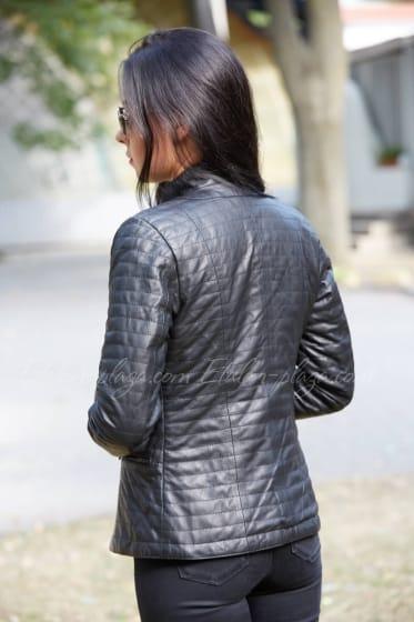 Женская кожанная черная курточка