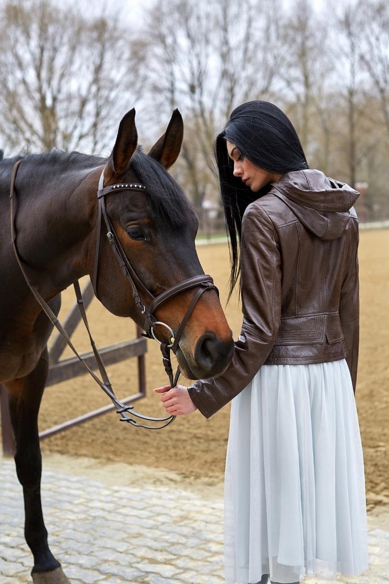 Жіноча коричнева шкіряна куртка К1150