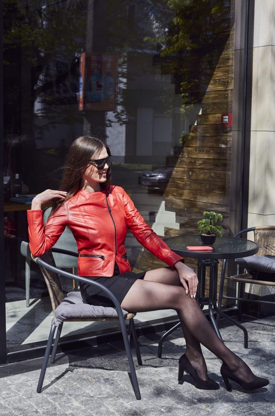 Красная женская кожаная куртка косуха К1244