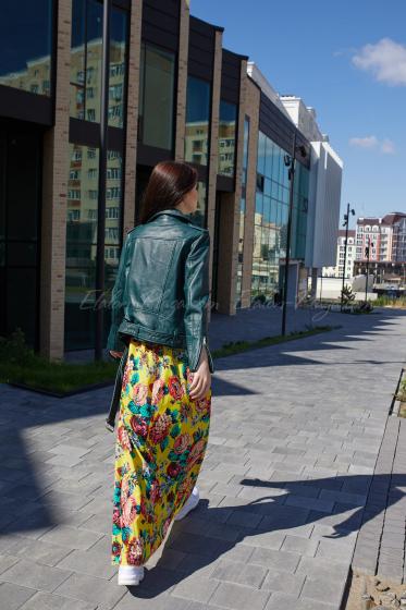 Зелена шкіряна куртка
